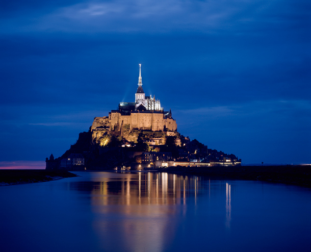 mont-saint-michel-by-night